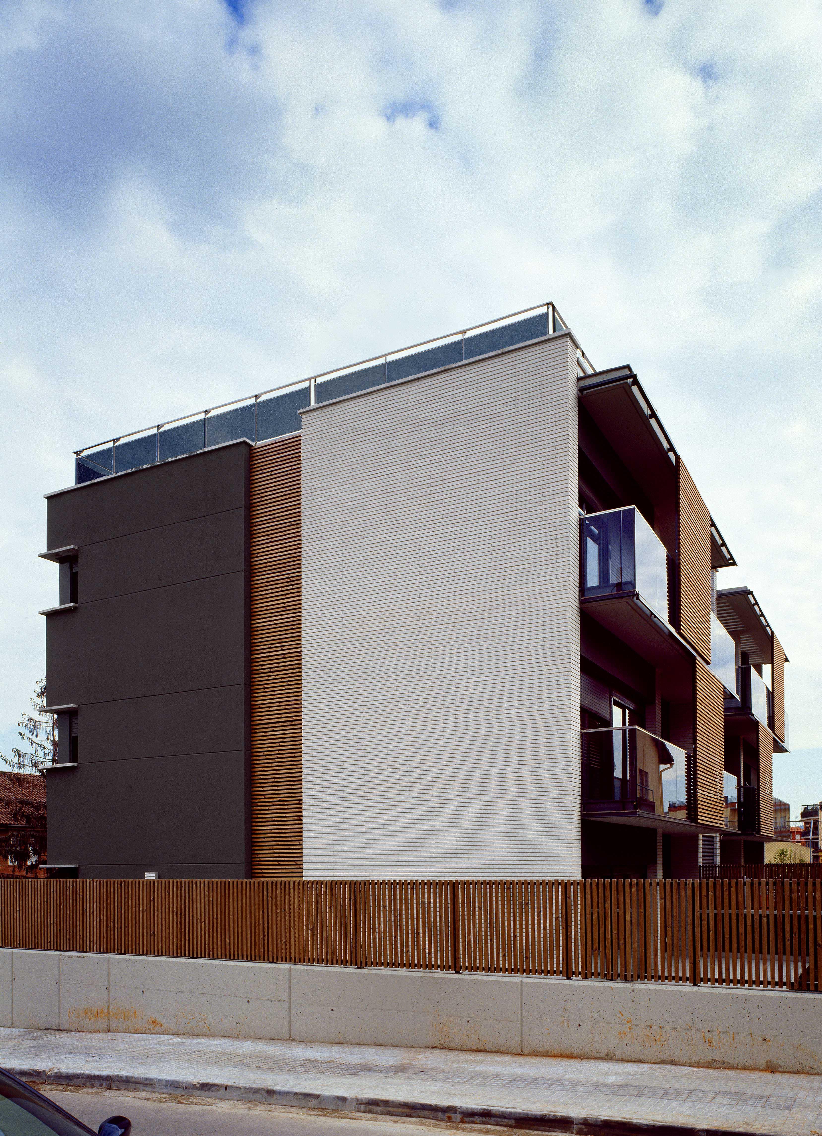 Edificio Plurifamiliar de 5 viviendas, aparcamiento y piscina | Sant Cugat 2007
