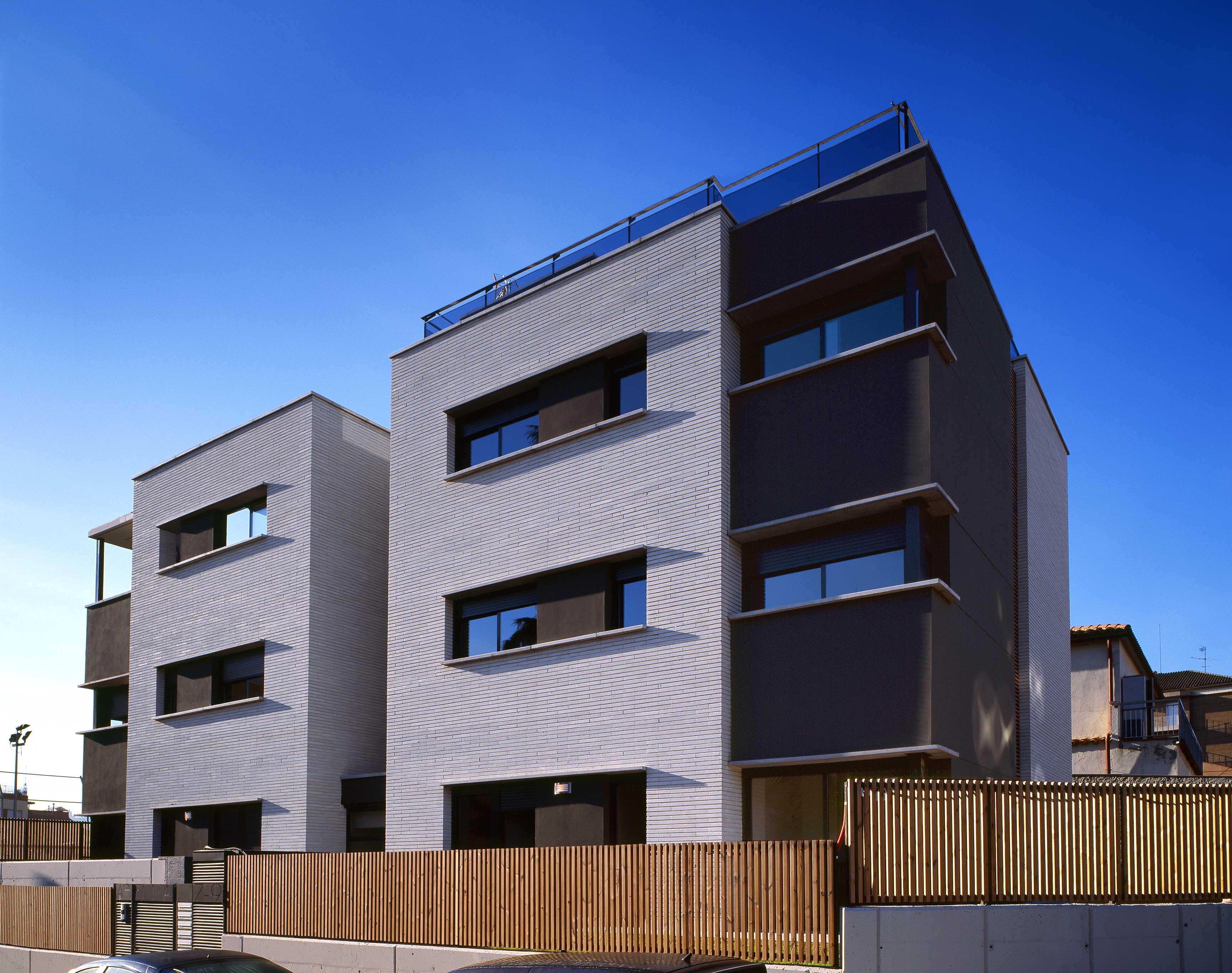 Edifici Plurifamiliar de 5 habitatges, aparcament i piscina   Sant Cugat 2007